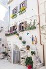 Italia, Puglia, Polognano a Mare, facciata della Casa Bianca — Foto stock