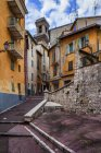 France, Provence-Alpes-Cote d'Azur, Nice, Old town, alley and houses — Stock Photo