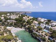 Spagna, Isole Baleari, Maiorca, Llucmajor, Veduta aerea della baia di Cala Pi — Foto stock