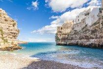 Italia, Puglia, Polognano a Mare, veduta da baia a orizzonte — Foto stock