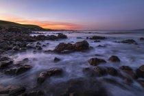 Nouvelle-Zélande, île du Sud, Route panoramique du Sud, Catlins, coucher du soleil à Kaka Point — Photo de stock