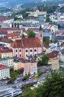 Німеччина, Баварія, Пассау, міський пейзаж з парафіяльної церкви Святого Павла — стокове фото