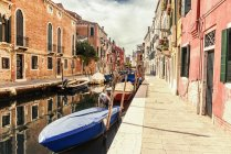 Italy, Venice, alley and boats at canal — Stock Photo