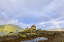 UK, Scotland, Dornie, Loch Duich, Eilean Donan Castle with rainbow — Stock Photo