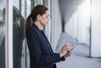 Businesswoman using tablet outdoors — Stock Photo