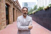 Портрет бородатого бизнесмена — стоковое фото