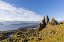 UK, Scotland, Inner Hebrides, Isle of Skye, Trotternish, morning mood at Loch Leathan and The Storr — Stock Photo