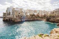 Italia, Puglia, Polognano a Mare, vista sul centro storico — Foto stock