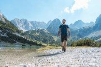 Austria, Tyrol, Man hiking in rocky mountains at Seebensee Lake — Stock Photo