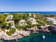 Spagna, Maiorca, Portocolom, Punta de ses Crestes, Baia di Portocolom, Ville Luxus — Foto stock