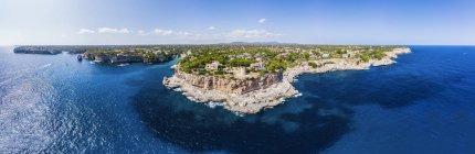 Spagna, Isole Baleari, Maiorca, Veduta aerea della baia Cala Santanyi e Roca Fesa — Foto stock