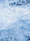 Повний кадр зображення синіх бризок води — стокове фото