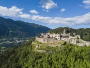 Austria, Carintia, Ossiach Tauern, Villach, Landskorn Castle over St. Andrae, Lake Ossiach - foto de stock