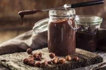 Glas hausgemachter Schokoladenaufstrich — Stockfoto