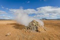 Island, myvatn, namaskard, solfatara tagsüber — Stockfoto