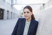 Portrait of businesswoman looking at the camera — Stock Photo