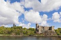 Reino Unido, Escocia, Hébridas Interiores, Isla de Skye, Castillo de Dunvegan - foto de stock