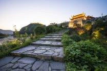 Китай, Циньян, Древний город в голубой час — стоковое фото