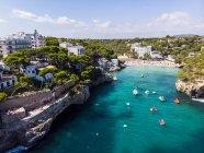 Spagna, Isole Baleari, Maiorca, Veduta aerea della baia Cala Santanyi, spiaggia — Foto stock