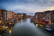 Italia, Venezia, Canal Grande la sera — Foto stock