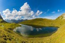 Germania, Baviera, Allgaeu, Alpi Allgaeu, Lago Rappensee, a destra capanna Rappensee — Foto stock