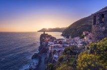 Italien, ligurien, la spezia, cinque terre nationalpark, vernazza bei untergang — Stockfoto