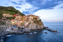 Italia, Liguria, Cinque Terre, Manarola la sera — Foto stock