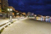 Albania, Vlore County, Saranda, beach at blue hour — Photo de stock
