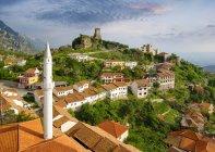 Албанія, Крує, таунсде з базаром, мечеть базар, Скандербег і фортеця — стокове фото