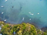 Mauricio, Riviere Noire, La Gaulette, Barcos en el agua, vista al dron - foto de stock