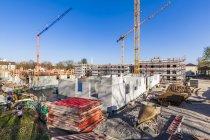 Deutschland, stuttgart, blick auf baustellen neuer mehrfamilienhäuser — Stockfoto