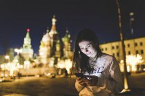 Russia, Moscow, young woman in the city at night — Stock Photo