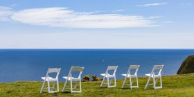Scotland, Aberdeenshire, Empty chairs at the sea near Stonehaven — Stock Photo