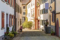 Austria, Vorarlberg, Bregenz, Upper city, alley and row of old houses — Stock Photo