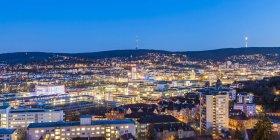 Germania, Stoccarda, paesaggio urbano panoramico con torre Tv la sera, ora blu — Foto stock