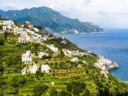 Italia, Campania, Costa Amalfitana, Península de Sorrento, Amalfi - foto de stock
