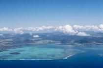 Mauritius, Oceano Indiano, Veduta aerea della costa orientale, Mahebourg e Isola Ile Aux Aigrettes — Foto stock