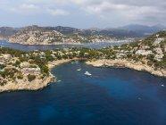 Spagna, Maiorca, Veduta aerea di Cala LLamp e Cala Marmassen, ville — Foto stock