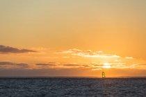 Ile Maurice, Le Morne, Océan Indien, voile au coucher du soleil — Photo de stock