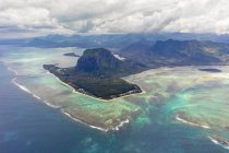 Mauritius, Southwest Coast, view to Indian Ocean, Le Morne with Le Morne Brabant, natural phenomenon, underwater waterfall, aerial view — Stock Photo