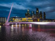 Argentina, Buenos Aires, Puerto Madero, Dock Sud with Puente de la Mujer at night — Stock Photo