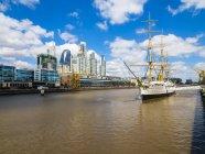 Argentinien, buenos aires, puerto madero, dock south, fregatte sarmiento — Stockfoto