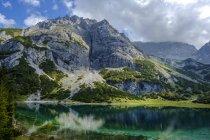 Австрия, Тироль, Веттерштейнские горы, Мимингер Кетт, Эрвальд, озеро Зеебензе и Вордерер Таякопф — стоковое фото