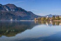 Alemania, Baviera, East Allgaeu, Fuessen, Weissensee, lago en otoño - foto de stock