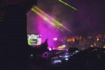 В'єтнам, Хошимін вночі, DJ на передньому плані — стокове фото