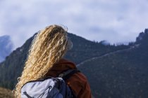 Young woman hiking in the Bavarian mountains — Stock Photo