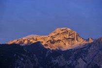 Albania, Contea di Shkoder, Alpi albanese, Parco nazionale di Theth, Theth, montagne alla luce della sera — Foto stock
