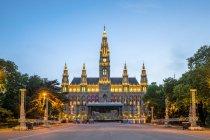 Österreich, Wien, Rathaus, Blaue Stunde — Stockfoto