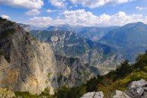 Albania, Contea di Shkoder, Regione di Kelmend, Tamara, Vista da Korita, confine nazionale con il Montenegro — Foto stock