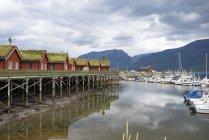 Norvège, cabanes et port en bois de Manndalen — Photo de stock